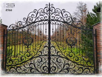 Kuta brama pałacowa