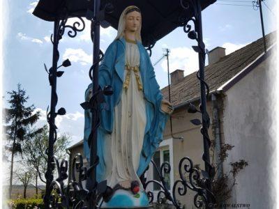 Zadaszenie figury Matki Boskiej